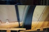 pianino-c-bechstein-w-politurze-remont-płyty-rezonansowej
