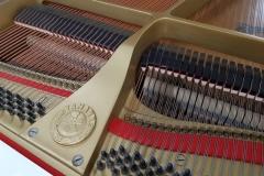 używany biały fortepian Yamaha G2E jak nowy
