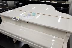 piękny biały fortepian Yamaha G2E