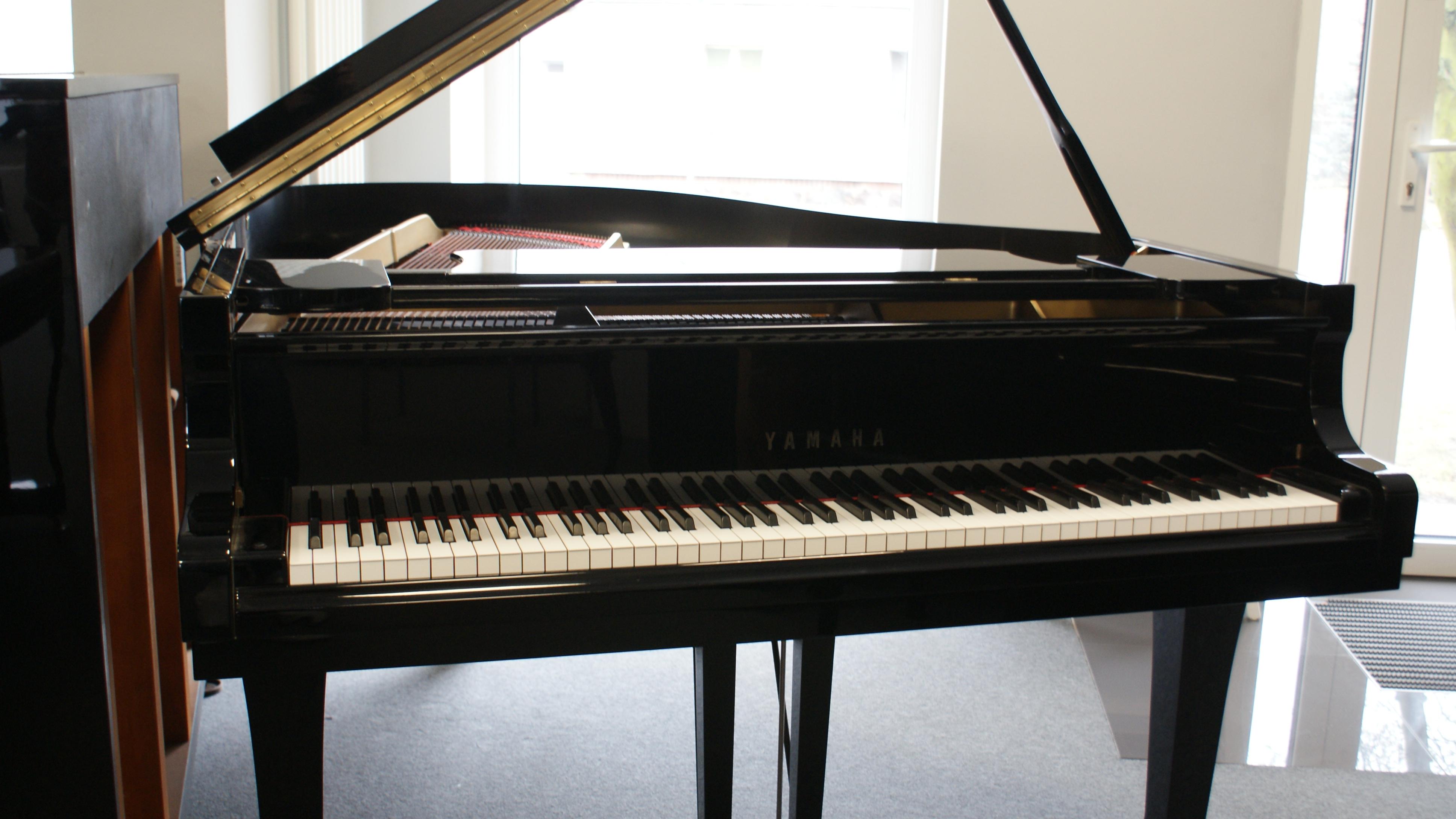 świetny fortepian Yamaha G3E